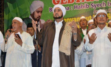 Gebyar Sholawat bersama Habib Syech di Darul Quran – Part 02