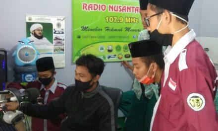 Siswa SMK Darul Quran Belajar Broadcasting di Radio Nusa FM